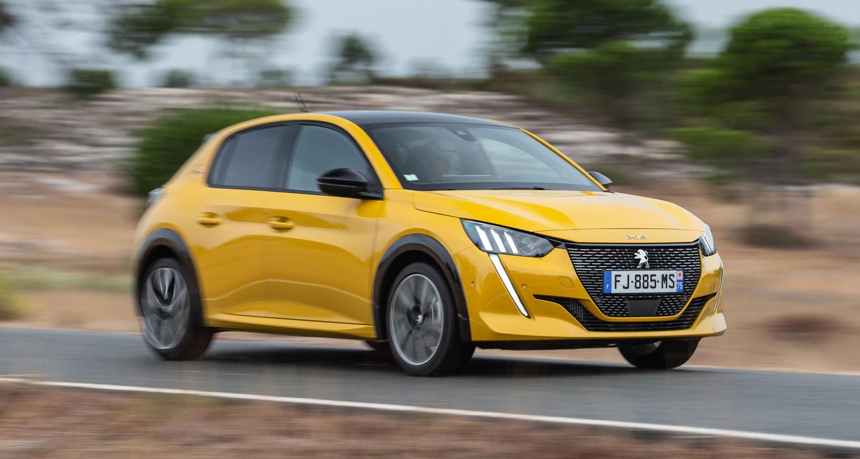 Peugeot 208 amarillo