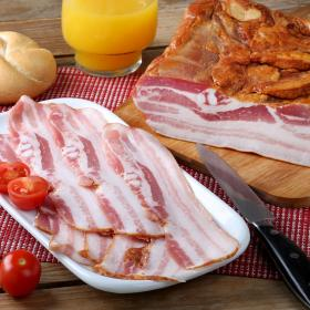 Frial bacon ahumado natural envase de 100g.