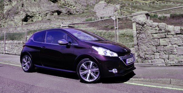 peugeot 208 xy review the model to buy carwow. Black Bedroom Furniture Sets. Home Design Ideas