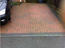 Block paved driveway .