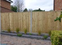 CLOSEBOARD FENCE WITH CAPPING, CONCRETE POSTS & GRAVEL BOARDS