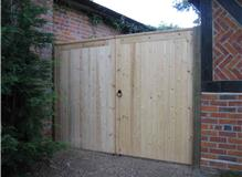 A PAIR OF TONGUE &  GROOVE GATES