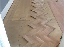 the flooring fitter / oak parquet