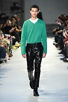 NO21_MEN_FW19_0013