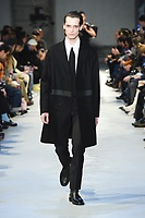 NO21_MEN_FW19_0053