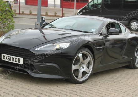 Foto spia della nuova Aston Martin DBS
