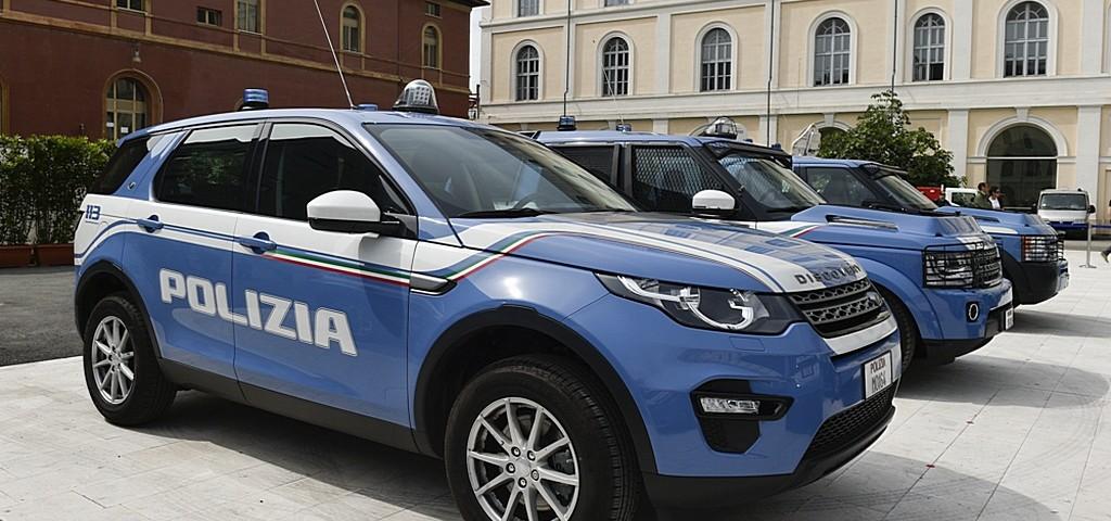 Land rover discovery in servizio con la polizia di stato for Polizia di stato permesso
