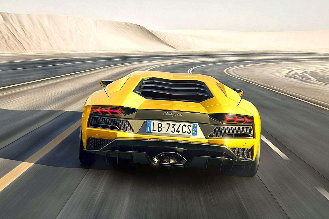 Lamborghini Aventador S Dietro Dinamica