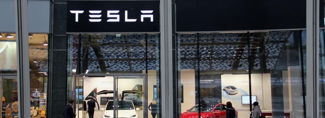 Tesla nuovo Showroom Milano