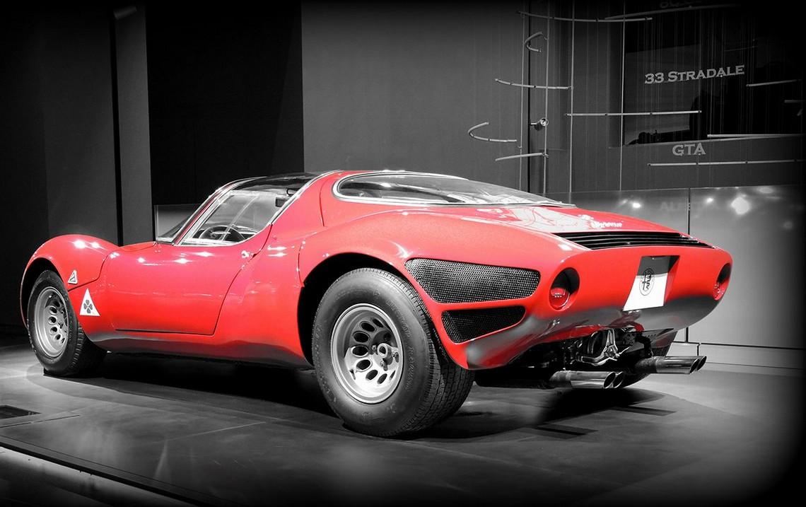 Alfa Romeo 33 Stradale Dietro