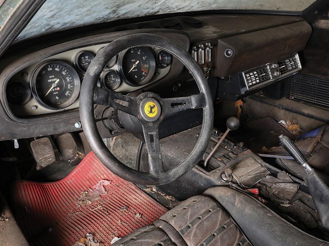 Ferrari 365 GTB-4 Daytona Interni