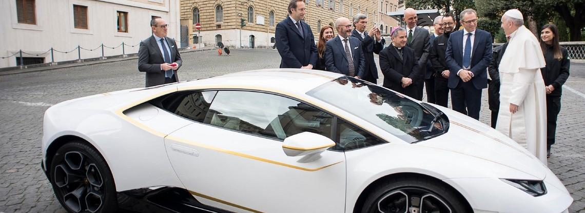 Papa Francesco Lamborghini Huracan