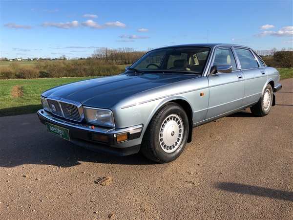 Large image for the Daimler XJ SERIES