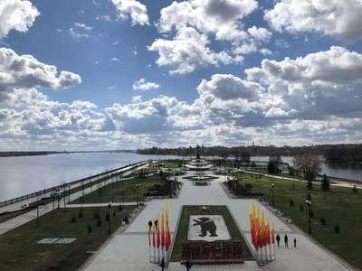 Облагороженый к 1000летию города парк на стрелке. Визитная карточка современного Ярославля.