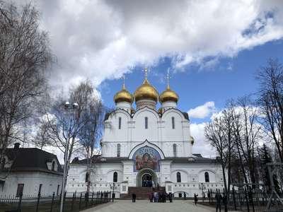 Успенский собор. Отстроен на месте взорванного в советское время храма в недалеком прошлом.