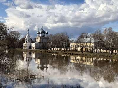 Вологда. Набережная одноименной реки ранней весной.  @dmitry_serdyk