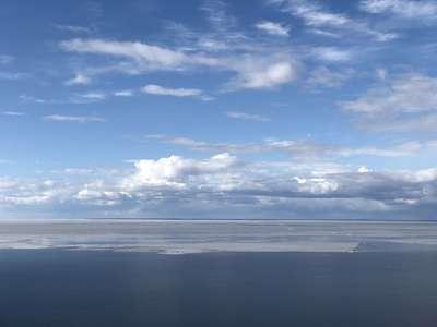 Онежское озеро ранней весной  @dmitry_serdyk