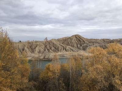 Романцевские горы - благодаря эрозии кучи отвалов приобрели причудливые очертания реальных горных массивов @dmitry_serdyk