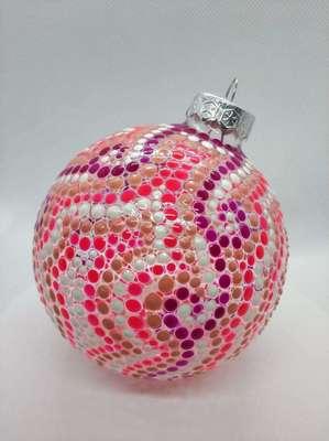 Елочный шарик, расписанный вручную. Неповторимые узоры, разные цвета! Яркая радость для вашей елки.  Продается и выполняется на заказ. 650 руб.