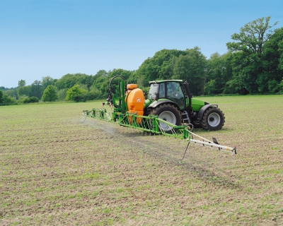 The Amazone sprayer grass men are going mad for