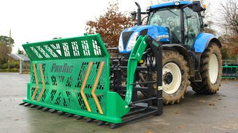 Tackling the silage: Tip and 'flick' or use this push-off fork?