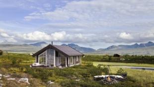 Nydelige GRÅHØ - nøkkelferdig hytte på 72 m² + 24 m² hems på Savalen. Frilufstlivets eldorado rett utenfor døra.