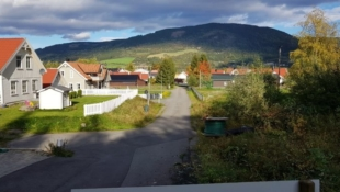 Stor endetomt i rolige omgivelser på Jørstadmoen. Barnvennlig område med kort vei til skole og barnehage.