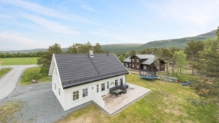 Prosjektert enebolig i nytt boligfelt i Alversund. Sjarmerende hus i nostalgisk stil. Flott beliggenhet på solrik tomt!