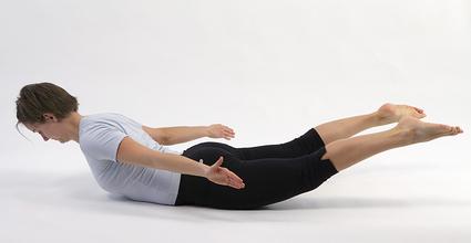 Fysioterapeut Pernille Springer giver øvelser for ondt i ryggen