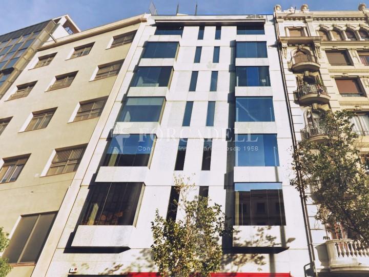 Oficina recentment reformada en lloguer al carrer Aragó. Barcelona. #1