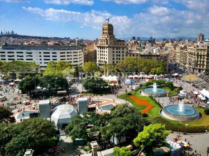 Oficina espectacular en lloguer al Quadrat d'Or de Barcelona. Passeig de Gràcia. 25