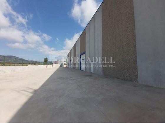 Nave logística - industrial de 9.738  m² en venta o  alquiler - El Pla Santa Maria. Tarragona 3