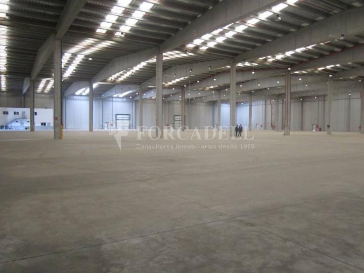 Nave logística - industrial de 9.738  m² en venta o  alquiler - El Pla Santa Maria. Tarragona 9