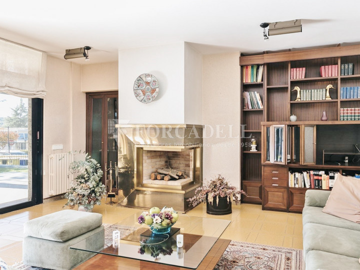 Casa con terreno anexo con árboles frutales, en la comarca de La Selva. Girona.  14