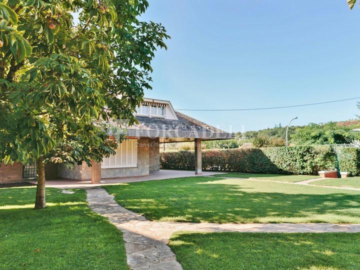 Casa con terreno anexo con árboles frutales, en la comarca de La Selva. Girona.  2