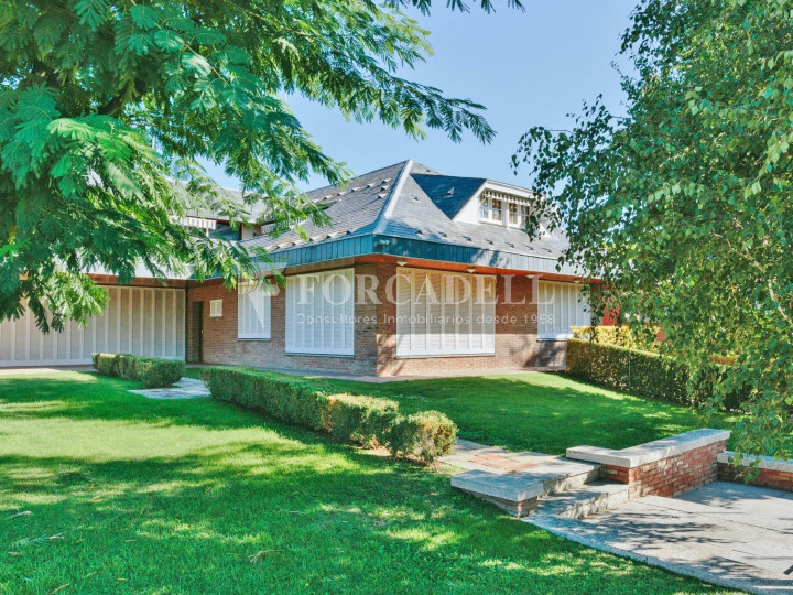 Casa con terreno anexo con árboles frutales, en la comarca de La Selva. Girona.  3