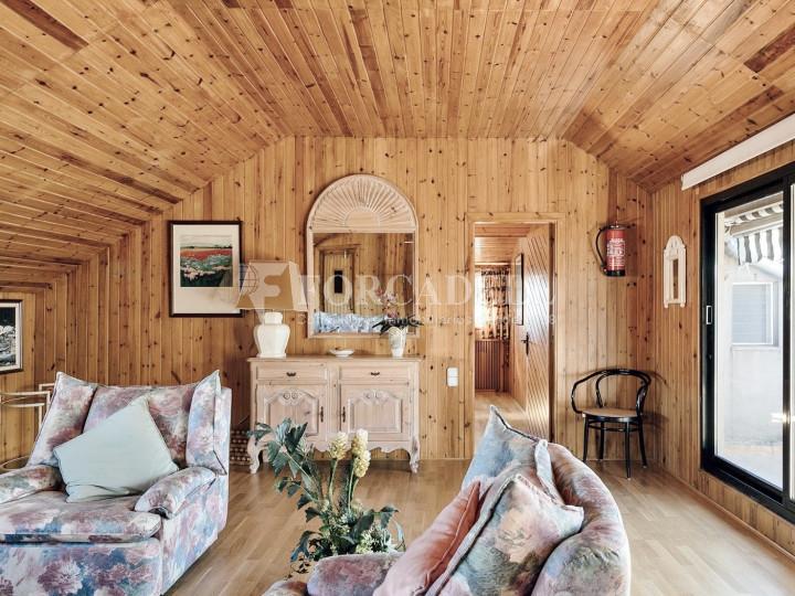 Casa con terreno anexo con árboles frutales, en la comarca de La Selva. Girona.  39