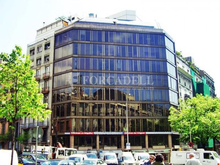 Oficina disponible en lloguer situada al carrer Aragó amb Rambla Catalunya. Barcelona.  #1