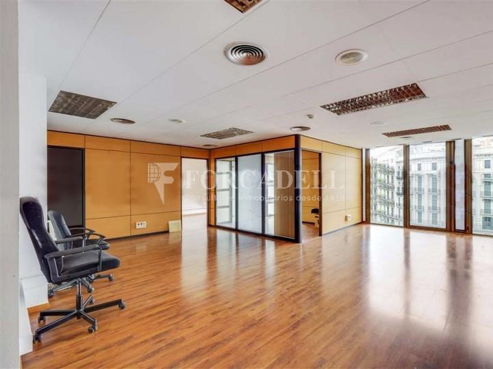 Oficina disponible en lloguer situada al carrer Aragó amb Rambla Catalunya. Barcelona.  #2