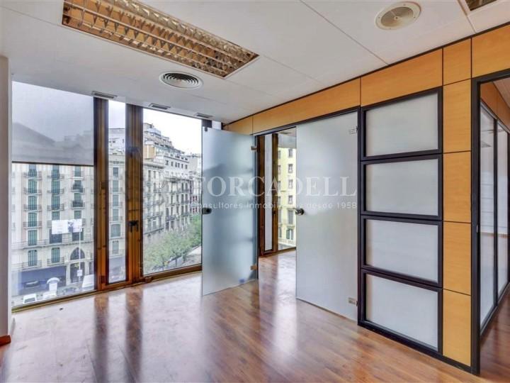 Oficina disponible en lloguer situada al carrer Aragó amb Rambla Catalunya. Barcelona.  #4