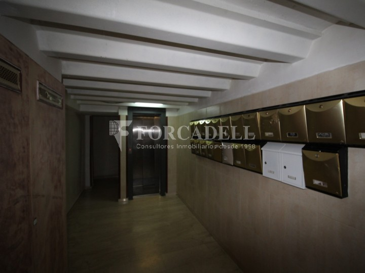 Piso de alquiler de tres dormitorios en ciutat vella for Pisos alquiler trinitat vella