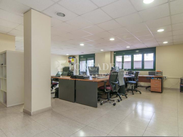 Oficina exterior i lluminosa per entrar. C. Sancho de Ávila. #5