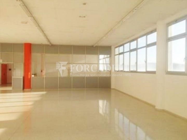 Oficina lluminosa al Pol Ctra del Mig. Hospitalet de Llobregat. 5