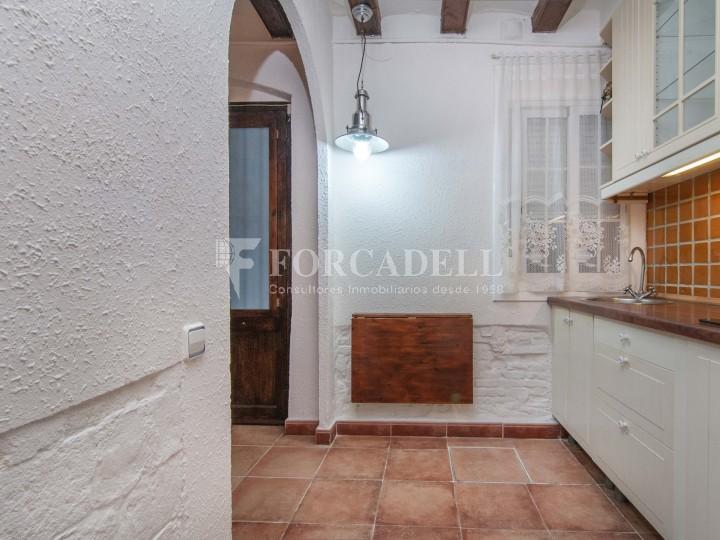 Pis moblat i reformat d'un dormitori en La Barceloneta de Barcelona. 13