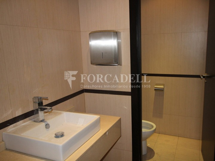 Local disponible al barri de Sant Antoni - Eixample.  #19
