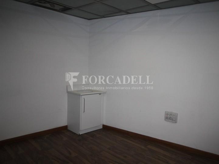 Local disponible al barri de Sant Antoni - Eixample.  #9