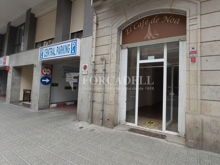 Commercial premises available on Valencia street a few meters from Joan Miro park. Barcelona. 2
