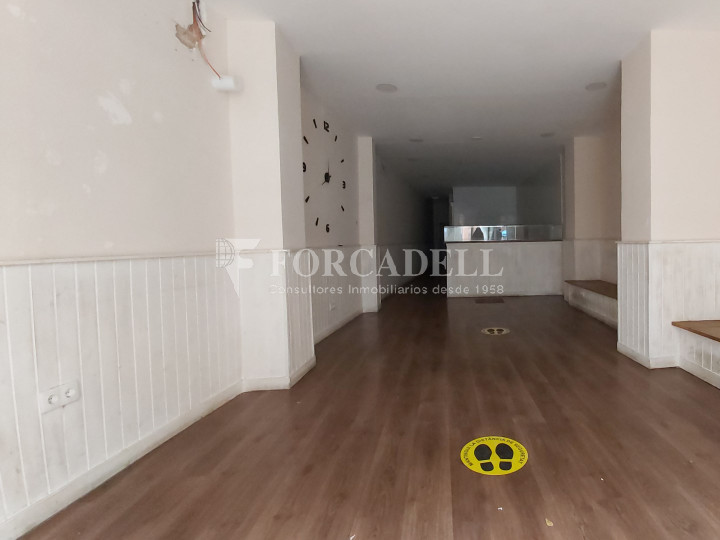 Commercial premises available on Valencia street a few meters from Joan Miro park. Barcelona. 3
