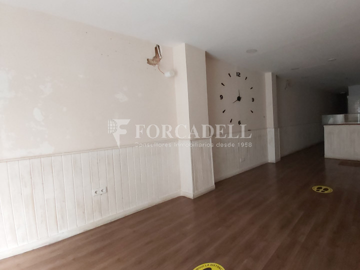 Commercial premises available on Valencia street a few meters from Joan Miro park. Barcelona. 5