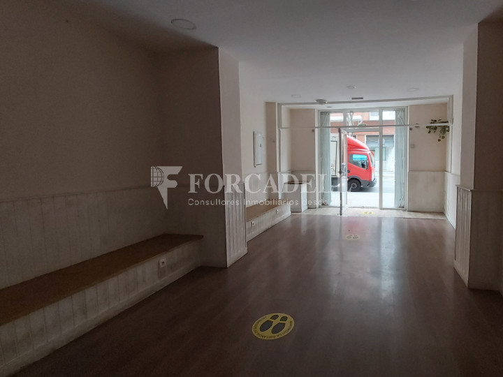 Commercial premises available on Valencia street a few meters from Joan Miro park. Barcelona. 8